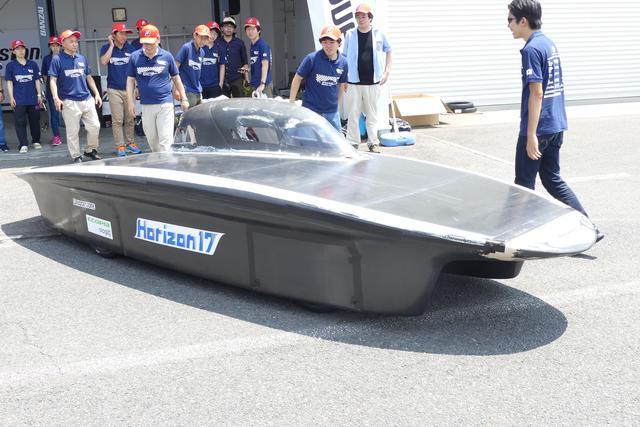 画像: 名古屋工業大学のソーラー車両「Horizon17」。カタマラン(双胴)タイプ。