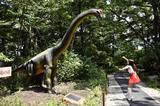画像: プラキオサウルスと闘うクレインズ、でもそれ草食なんですけど…