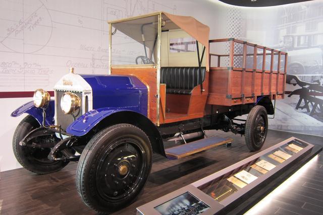画像: いすゞの前身である東京石川島造船所が1924年に国産化したウーズレーのトラック「ウーズレーCP型」。3100ccで26馬力だった。
