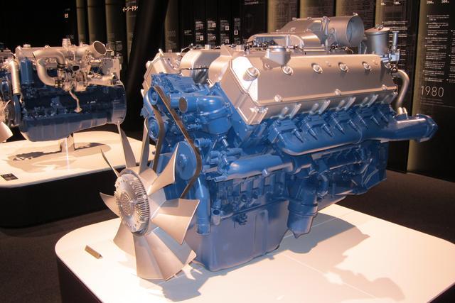 画像: いすゞの歴代のディーゼルエンジンも展示されている。