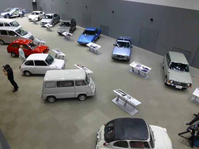 画像: これまでスバルが世に送り出してきた量産モデルがズラリと並ぶ。