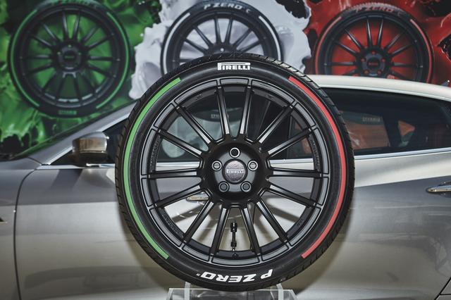 画像: 【なんかカッコイイ…】ピレリ、トリコロールカラーのタイヤを披露 【新製品】2017年7月29日