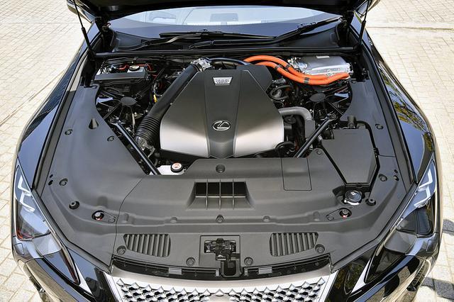 画像: LC500hは、3.5LのV6+2モーターのハイブリッド。ミッションは電気式無段変速機だが10速マニュアルモード付き。