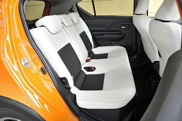 画像: 後席やカーゴスペースの広さもノーマルと変わらない。シートバックは6:4の分割可倒式。