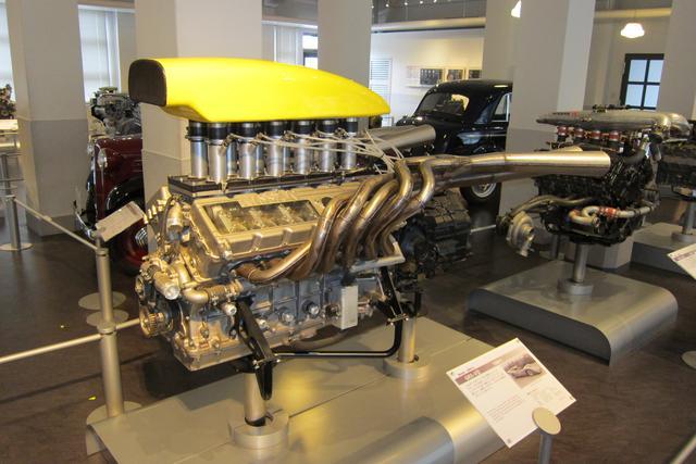 画像: 1969年の日本GP優勝車、ニッサンR382に搭載された6LのV12エンジン、GRX-2。