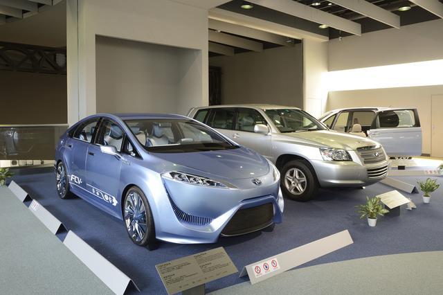 画像: MIRAIのコンセプトモデルとなった燃料電池車のプロトタイプなど、近未来のクルマも展示されている。