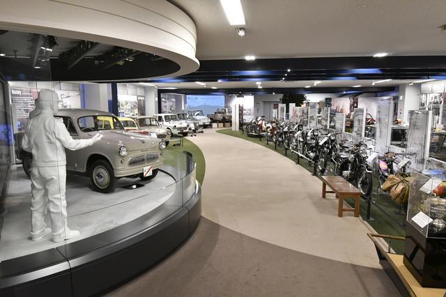画像: 4輪車だけでなく、2輪車も歴代のモデルが数多く展示されている。
