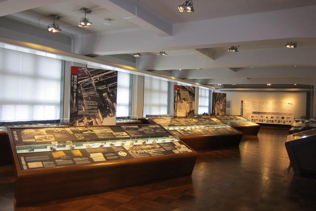 画像: 2階には日産の歴史をミニチュアカーも使って展示。企画展なども開催されている。
