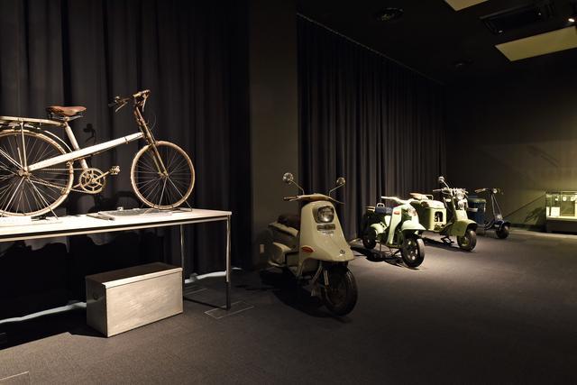 画像: 終戦直後、のちの自動車生産の基盤となる三輪車やスクーターも展示。展示車両は不定期で入れ替えられる。