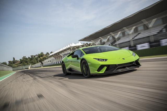 画像: ニュルブルクリンク量産車最速ラップタイムを大幅に更新。今回はイモラサーキットでその速さを味わうことができた。