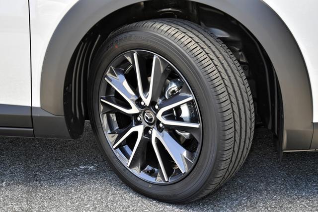 画像: 試乗車のタイヤは215/50R18 92V、ホイールは18×7Jサイズとなっている。銘柄はトーヨーのPROXES R40。乗り心地、静粛性ともに満足のいくレベルだ。