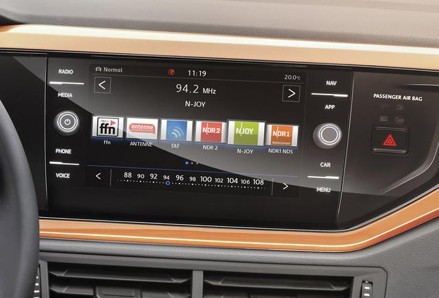 画像: コネクティビティの面でも充実。専用アプリを用いた「We by Volkswagen」では、キャッシュレスパーキングにも対応する。