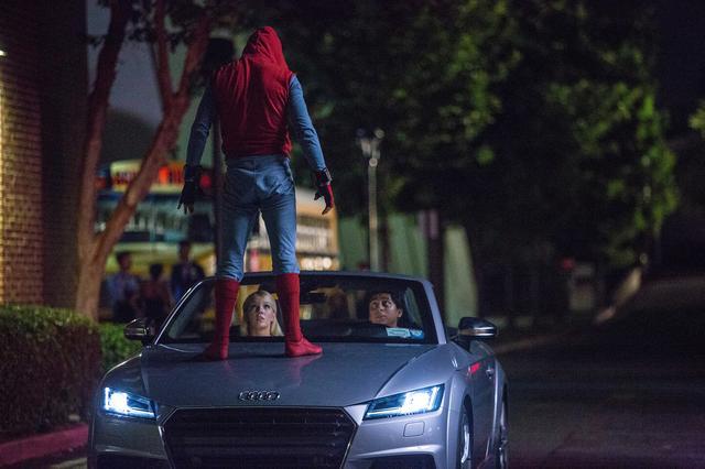 画像: 映画「スパイダーマン:ホームカミング」のワンシーン。この他、アウディ車が多く登場。