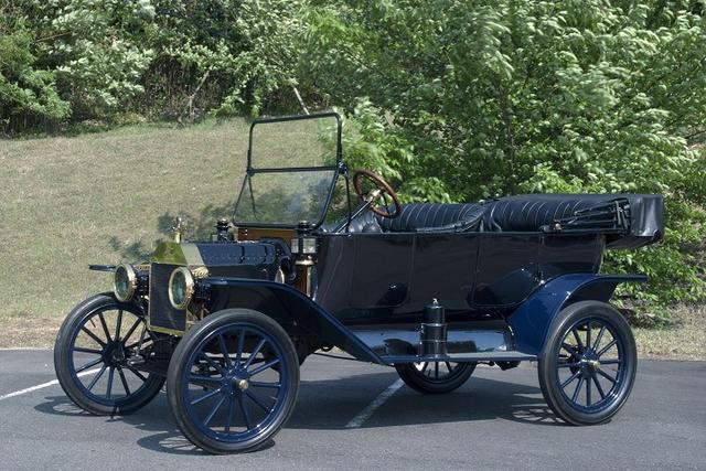 画像: 「フォード モデルTツーリング」1914年製。フォードによる本格的な量産車。20年で1500万台生産した。