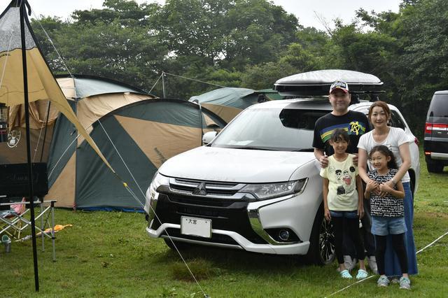 画像: 田中克弥さんは家族で参加。はるなちゃん(5年生、左)とゆあちゃん(2年生、右)の姉妹は「モノづくりワークショップ」にも参加した。アウトドアはかなり好きで、「年に3〜4回はキャンプに行っています」とのこと。「昨年アウトランダーPHEVを購入しました。4WDでカッコ良く、走りも良いところに感動しています。通勤にも使っているんですが、家で充電した分だけで往復できちゃいます」。