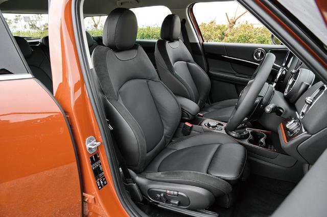 画像: シートヒーターを標準装備する。レザーシートはオプションだ。