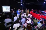 画像: 夜に行われた野口 健さんのトークショー。エベレスト清掃登山の話、PHEVの話など、軽妙なトークにみんな耳を傾けていた。