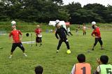 画像: 「球舞」によるサッカーパフォーマンス。このあとサッカー教室も行われた。