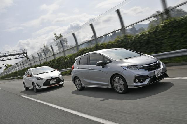 画像: アクア L(左)×フィットハイブリッド・S Honda SENSING(右)