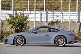 画像: 全長は約4.5m、ホイールベースは2450mmとスポーツカーとしては適度なサイズがいい。全高も1.3mを切る。