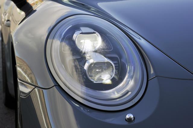 画像: 目つきが一新されたヘッドライトは4灯式。ウエルカムホームライト機能も備えている。