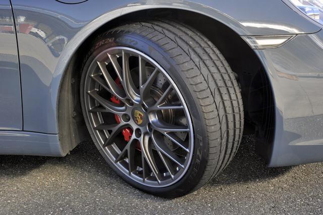 画像: 撮影車のタイヤは前後異サイズのピレリ PゼロN1。ポルシェ専用のオリジナルモデルだ。