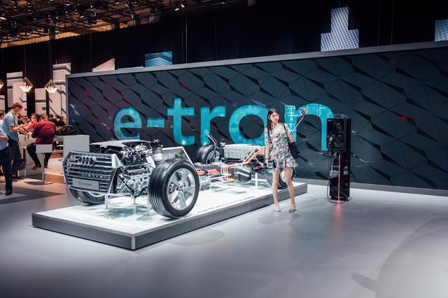 画像: プラグインハイブリッド、EVなどの電動化も積極的に展開。2018年には進化した次世代のe-tronも市販予定である。