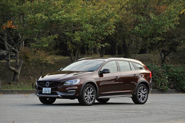 画像: ボルボ V60 クロスカントリー D4 SE。車高はV60より高いが、走りの安定感は変わらない。