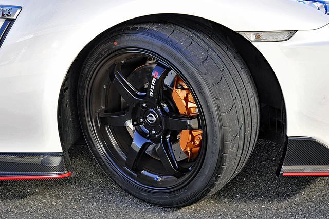 画像: タイヤはダンロップのSPスポーツMAXX GT 600DSSTというランフラット。ホイールはレイズ製鍛造アルミ。
