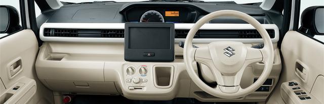 画像: CVTモデルではシフトセレクターがある場所が、「センターポケット」という収納スペースとなる。