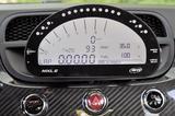 画像: センターダッシュ上に備わるAIM製データロガーは、レース時などに必要な情報を表示し、記録できる。