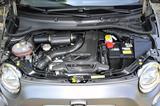画像: レーシングインタークーラーやカーボンエアクリーナーボックスを備え、1.4Lターボながら190ps/250Nmを発生する。