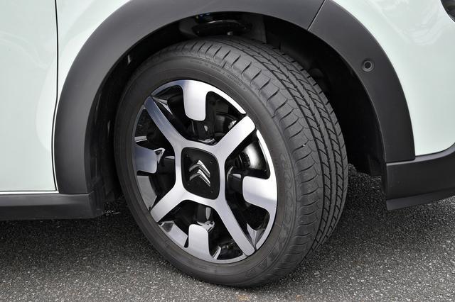 画像: タイヤは205/55R16サイズ。直径640mmはこのセグメントでは最大となる。