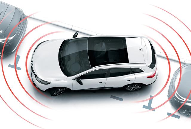 画像: 12 個の超音波センサーが駐車可能なスペースを検出し、ステアリング操作を自動で行い、車庫入れや縦列駐車をサポート。