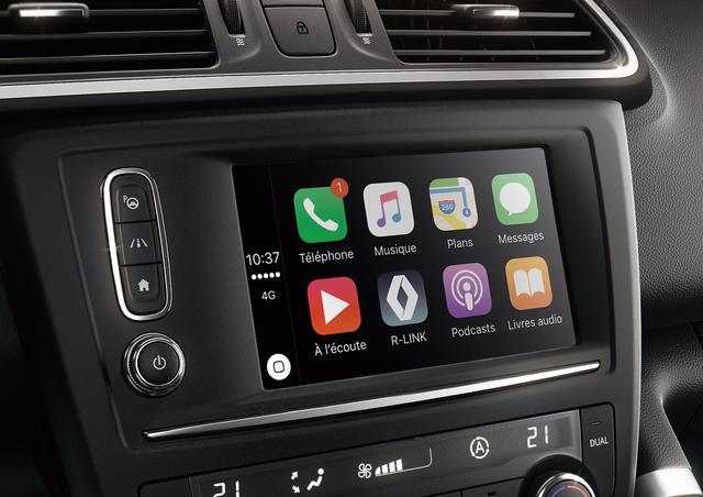 画像: スマートフォンに搭載された Android Auto(アンドロイド端末)や、Apple CarPlay(iPhone)を介 して、7インチマルチファンクションタッチスクリーンに、スマートフォンの画面を表示。