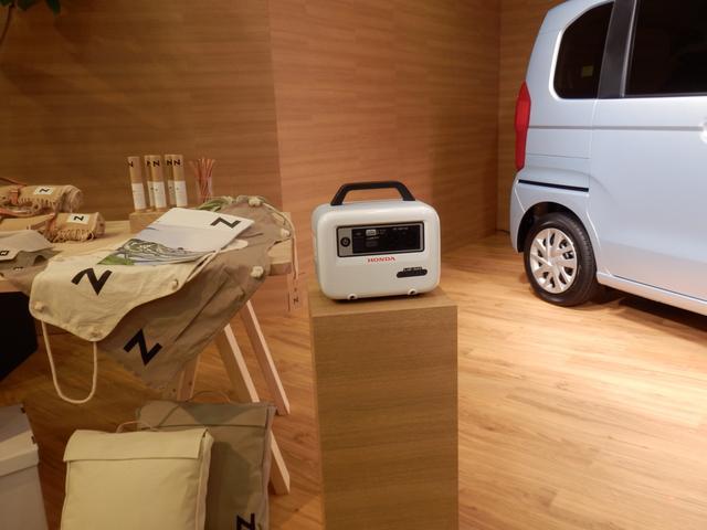 画像: 同日発売となるハンディータイプ蓄電器「LiB-AID 500」。れがるにレジャーなどの電源として使える。