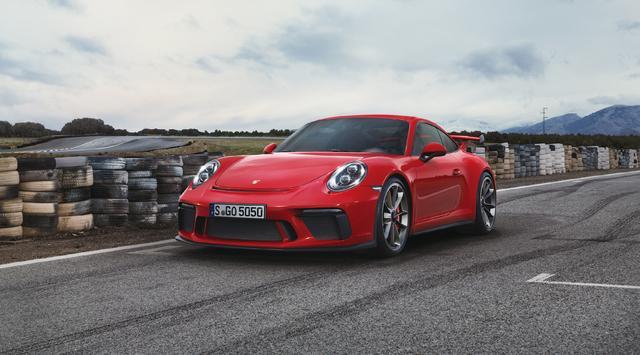 画像: ポルシェ 911 GT3。自然吸気エンジンを搭載することだけで、いまや特別な存在に。