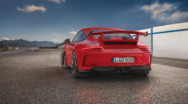 画像: カレラSより25mm低い車高の専用セット。