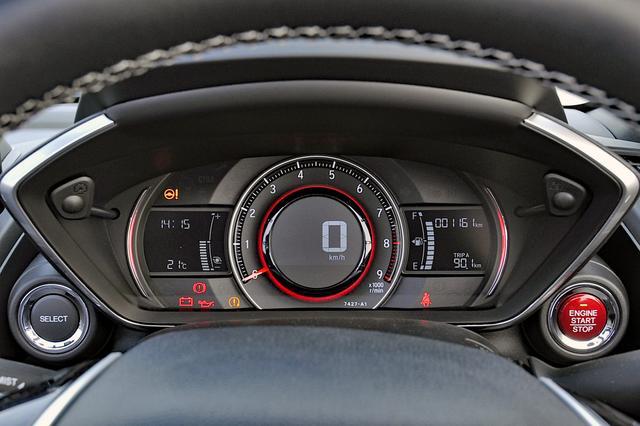 画像: スピードメーターはデジタル、その周囲にタコの見やすいメーター。写真はSPORTモードの状態。