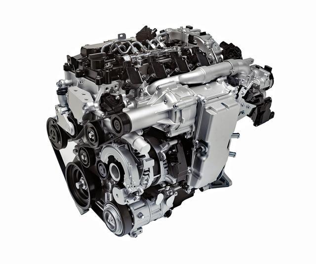 画像: SKYACTIVーXエンジンの単体。手前側の四角い箱が高応答エア供給機(スーパーチャージャー)。