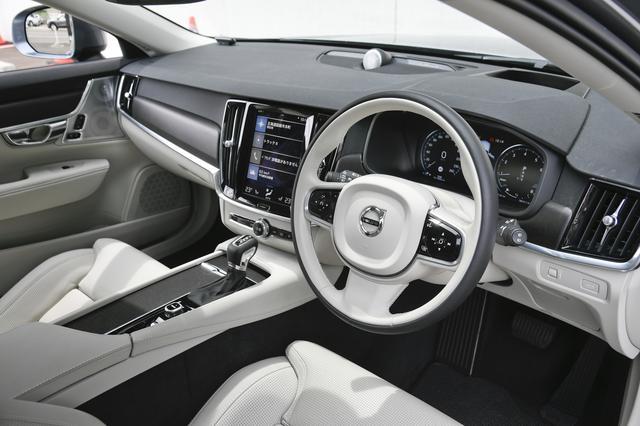 画像: タッチスクリーンとステアリングホイールのスイッチ、そしてボイスコントロールを使って様々な機能を操作することができる。