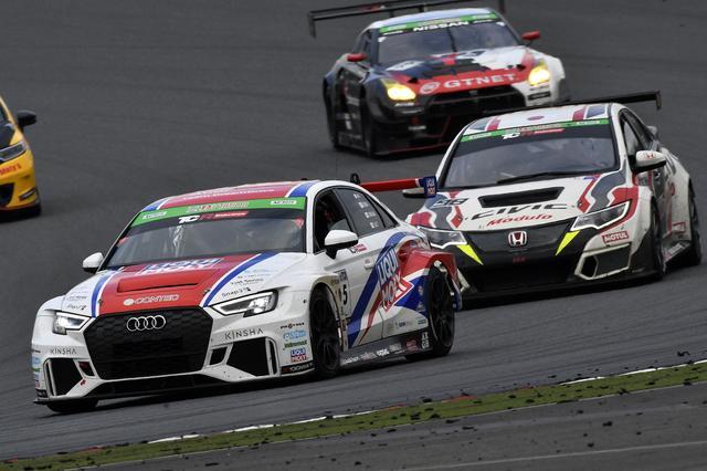 画像: ポールを争った45号車Audi RS3は、ラリードライバー新井敏弘を招聘したがトラブルにより長いピット作業を強いられた。