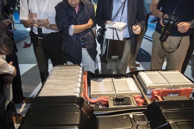 画像: 駆動用のリチウムイオンバッテリー。容量は40kWhに増量されている。
