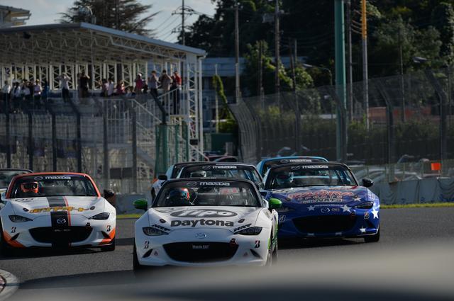 画像: スタート直後の1コーナー、トップはティーポ号、2番手がGAORA号、そして3番手にHA号がつける。