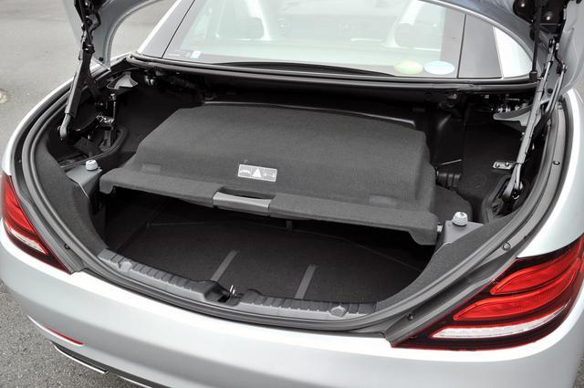 画像: オープン時のトランク容量はカバーの下になるが、それでも225Lを確保。クローズド時は335Lまで拡大。