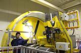 画像: 直径約5mのアイスドラム。ドラムの内側に氷を作り、そこでさまざまなウインタータイヤのデータを取っていく。