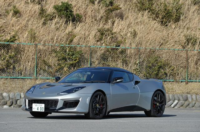 画像: ロータス エヴォーラ 400。スポーツカーのお手本のようなワイド&ローのスタイリング。