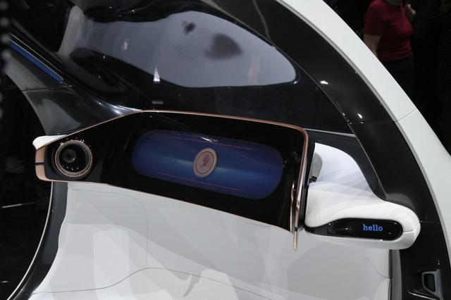 画像: smart vision EQ fortwoにはハンドルやペダル類はない。すべて自動運転だ。