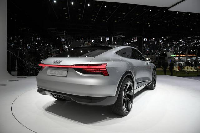画像: イレーヌのリアスタイルからも斬新さが感じられます。スポーツバッククロスオーバーモデル、とでも呼びたいデザインですね。それでいて、しっかりと「これはアウディ車です」というアイデンティティが実現されているところはやはり見事です。