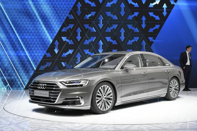 画像: 日本への導入も楽しみな新型A8。展示されていたのは「A8L 55TFSI クワトロ」モデル。ちなみにこれは、中国マーケット向けのモデル名ですね。車高がちょっと低すぎるように見える気がしますが、これはエアサスペンション仕様なのでしょうか。
